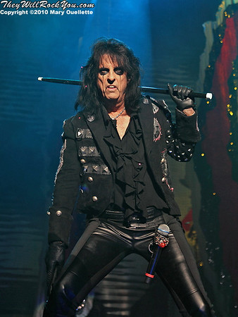 Alice Cooper<br>October 16, 2010<br> DCU Center - Worcester, MA <br> Photos by: Mary Ouellette