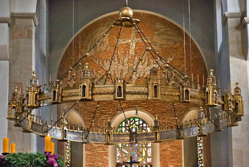 Hildesheim, Dom: Heziloleuchter (um 1060)