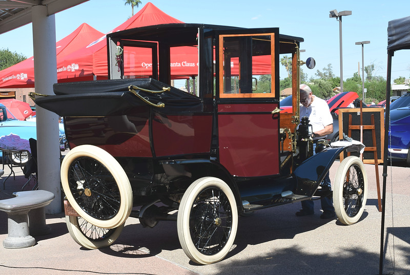 Ford 1913 T Town Car Limousine rr rt 3-4.JPG
