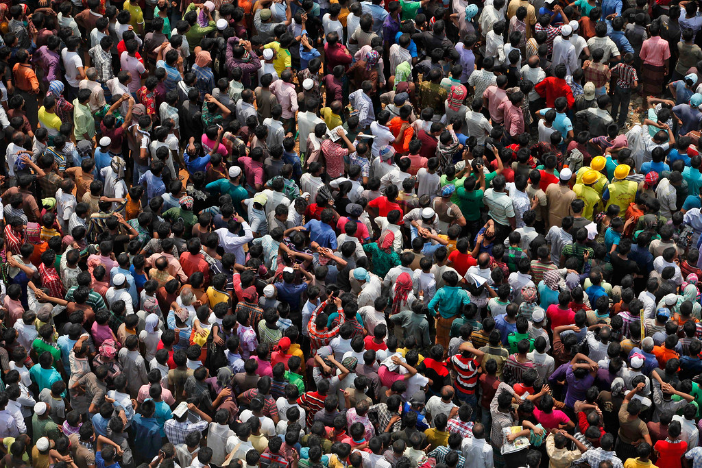 . Bangladeshis crowd to watch rescue work in progress at the site of a building that collapsed Wednesday in Savar, near Dhaka, Bangladesh, Thursday, April 25, 2013. (AP Photo/A.M. Ahad)