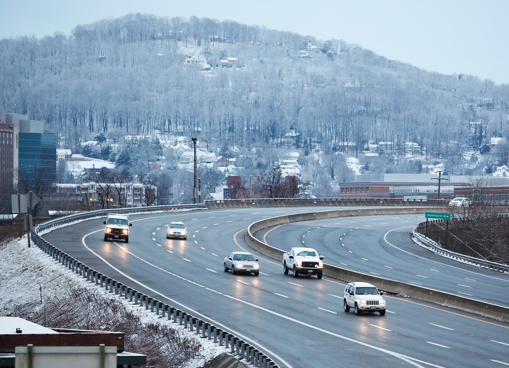 . Traffic flows along I-581 as seen from Elm Avenue on Wednesday morning in Roanoke. Warm temperatures kept snow from accumulating on roads and sidewalks.   (AP Photo/The Roanoke Times, Joel Hawksley)