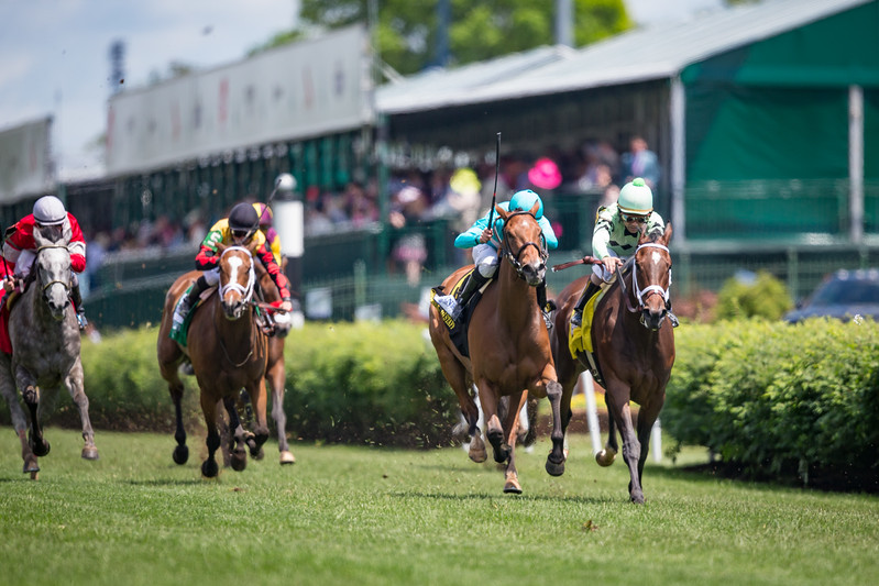 Roca Rojo (Strategic Prince) wins the Distaff Turf Mile (G2) at Churchill Downs on 5.6.2017. Florent Geroux up, Chad Brown trainer, Sheep Pond Partners, Newport Stables and Bradley Thoroughbreds owners.