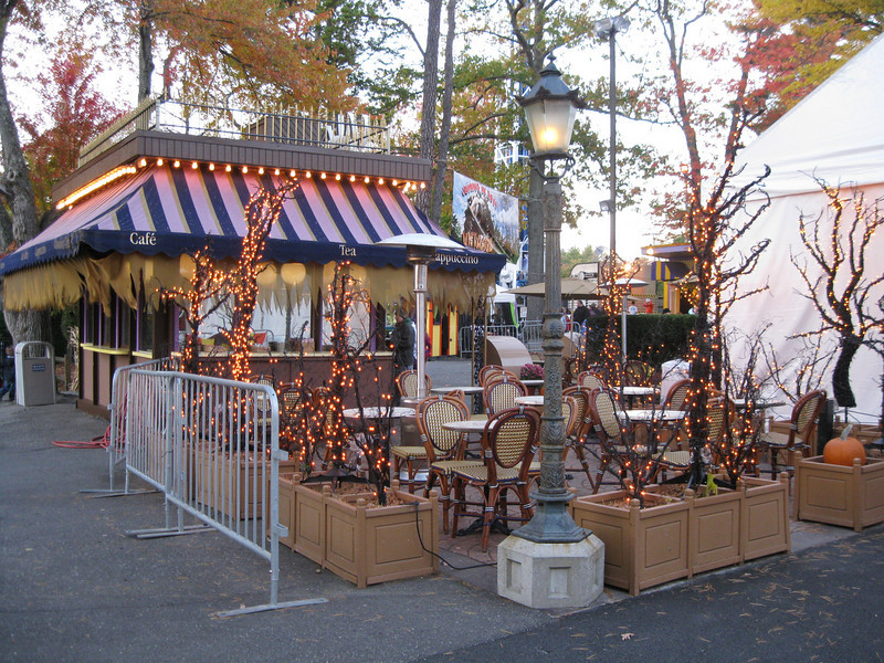 Cafe D'Or Halloween theming.