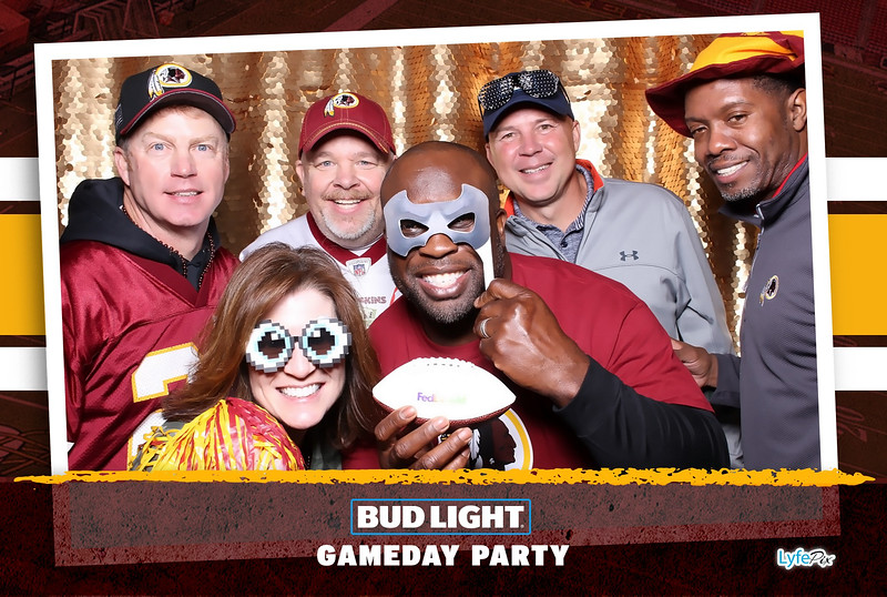 washington-redskins-philadelphia-eagles-football-bud-light-photobooth-20181203-201437.jpg