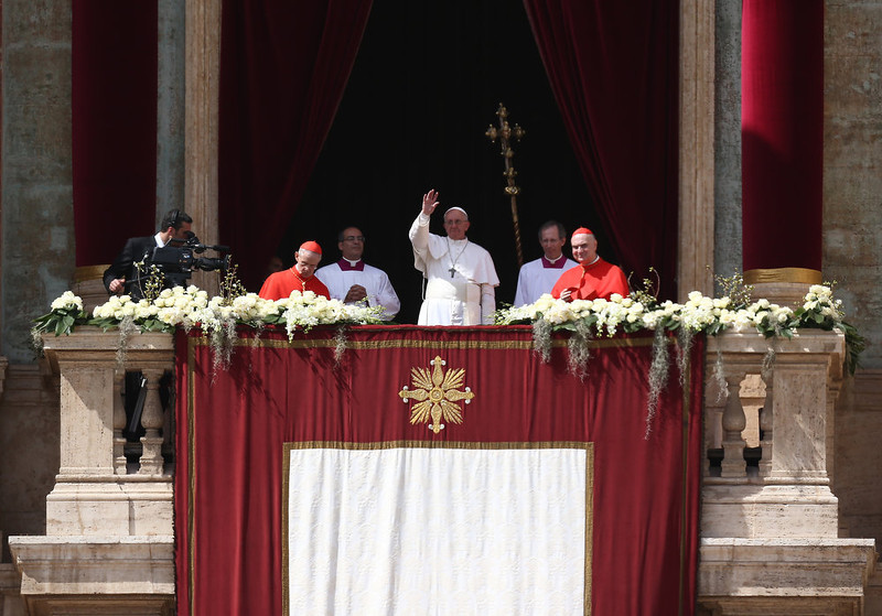 . Pope Francis delivers his first \'Urbi et Orbi\' blessing from the balcony of St. Peter\'s Basilica during Easter Mass on March 31, 2013 in Vatican City, Vatican. Pope Francis delivered his message to the gathered faithful from the central balcony of St. Peter\'s Basilica in St. Peter\'s Square after his first Holy week as Pontiff.  (Photo by Dan Kitwood/Getty Images)