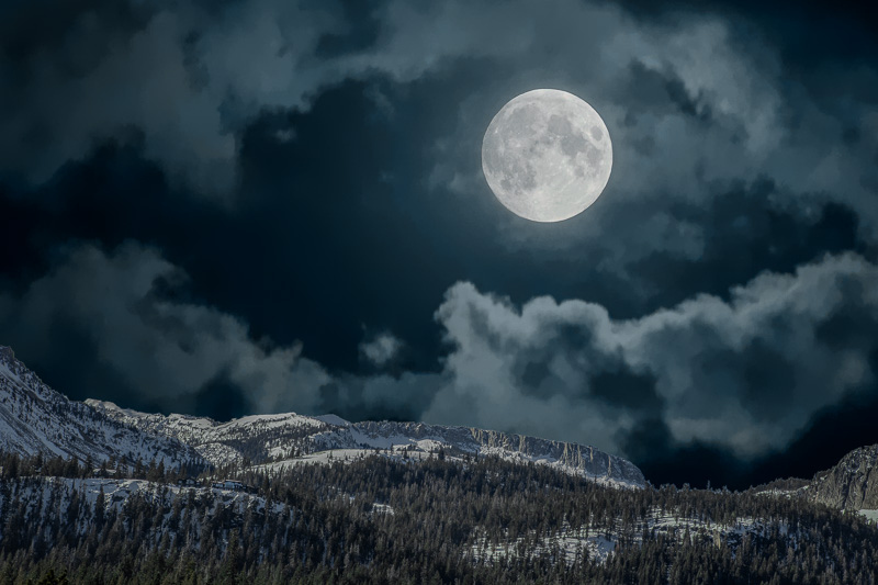 December 22 - Wow, a ful moon over Mammoth Crest, Mammoth Lakes, CA.jpg