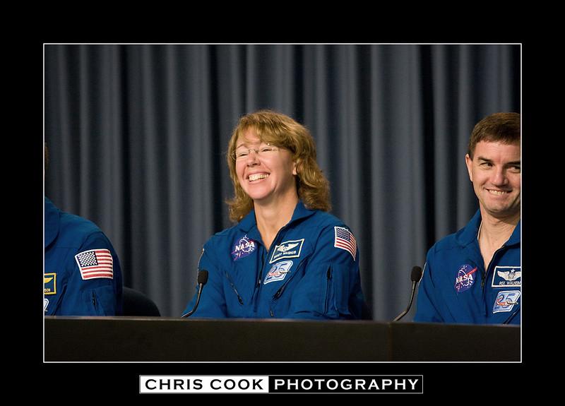 STS-135-landing-36.jpg
