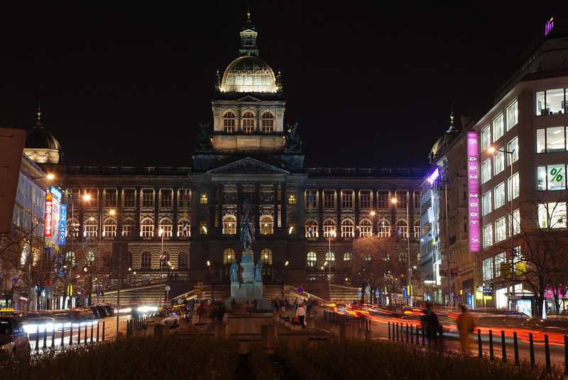 Good King Winselas Square at Night 9.JPG