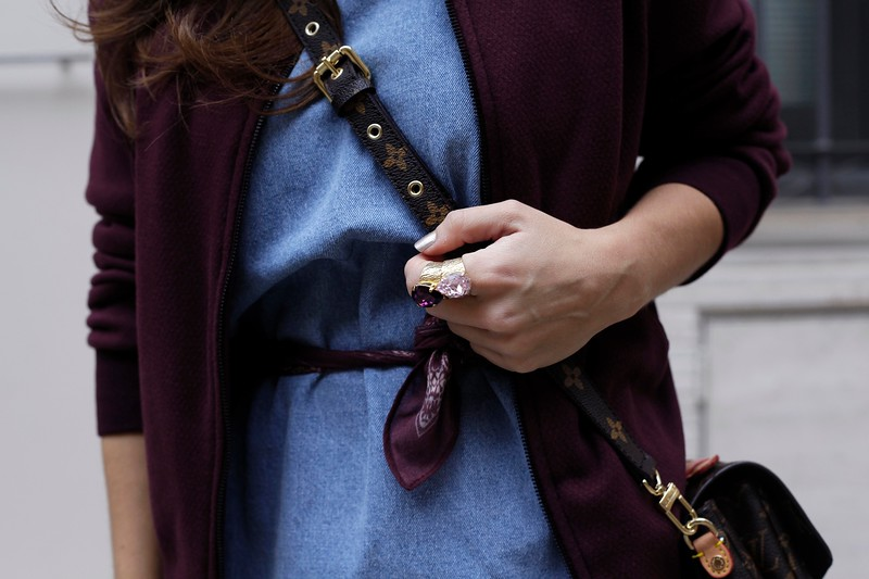 016_how_to_wear_bomber_burgundy_outfit_theguestgirl_streetstyle_barcelona.jpg