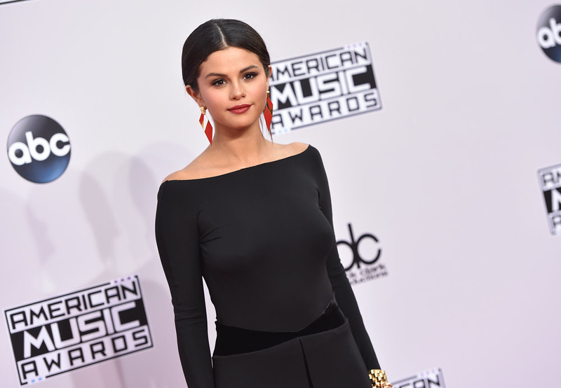 . Selena Gomez arrives at the 42nd annual American Music Awards at Nokia Theatre L.A. Live on Sunday, Nov. 23, 2014, in Los Angeles. (Photo by John Shearer/Invision/AP)