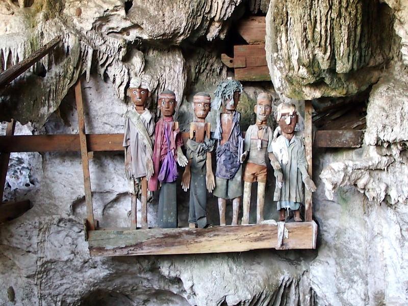 P9048830-natural-grave-figures.JPG