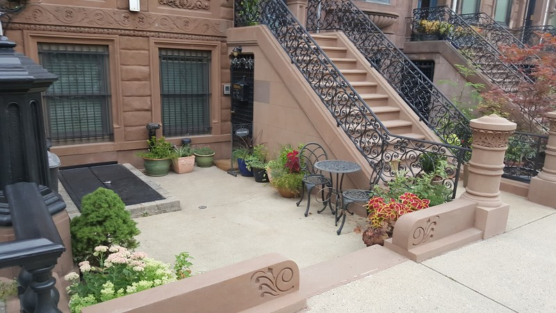 front-courtyard-multi-family-dwelling.jpg