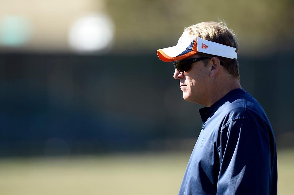 . Denver Broncos Defensive Coach Jack Del Rio wathces the defensive back during practice November 6, 2013 at Dove Valley. (Photo by John Leyba/The Denver Post)