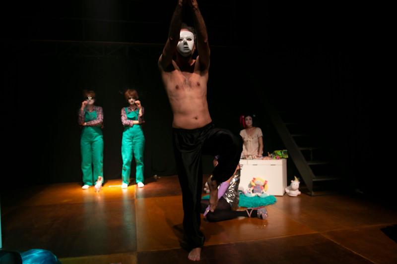Allan Bravos - essenCIA Teatro - Persona 07-200.jpg