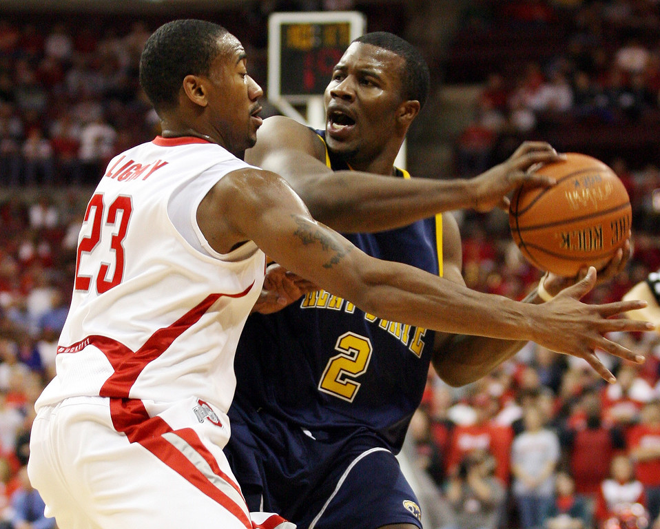 . Ohio State\'s David Lighty (23) pressures Kent State\'s Chris Singletary (2) during the first half of the BCA classic basketball game, Sunday, Nov. 12, 2006, in Columbus, Ohio. Ohio State won 81-59. (AP Photo/Terry Gilliam)