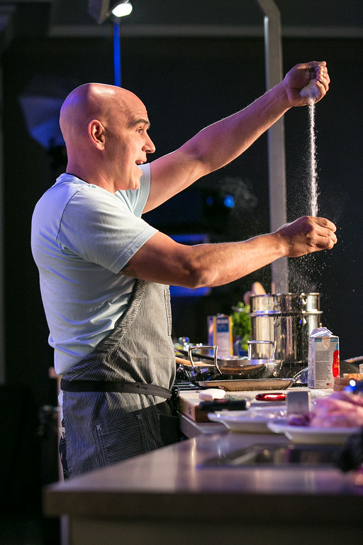 """. Michael Symon demonstrated \""""5-Ingredient Dinners in 5 Minutes\"""" in Aspen.(Provided by Galdones Photography/FOOD & WINE)"""