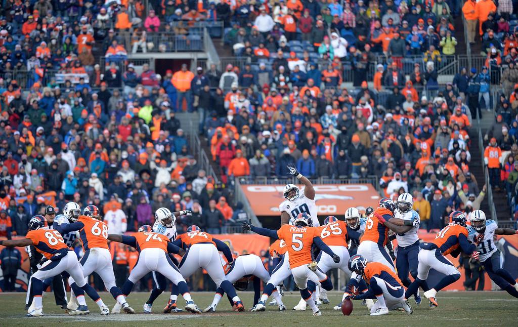 . Denver Broncos kicker Matt Prater (5) makes a league record 64-yard field goal to end the second quarter.   (Photo by Joe Amon/The Denver Post)