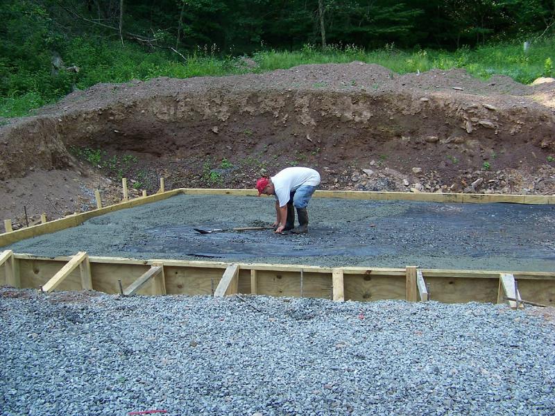08 06-09 Konnarock - Monolithic slab going in for Pennington's new home. Bill Baldwin
