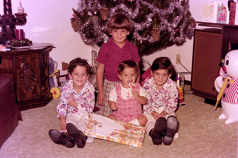 1975-12-30 #3 Anthony's 1st Birthday.jpg