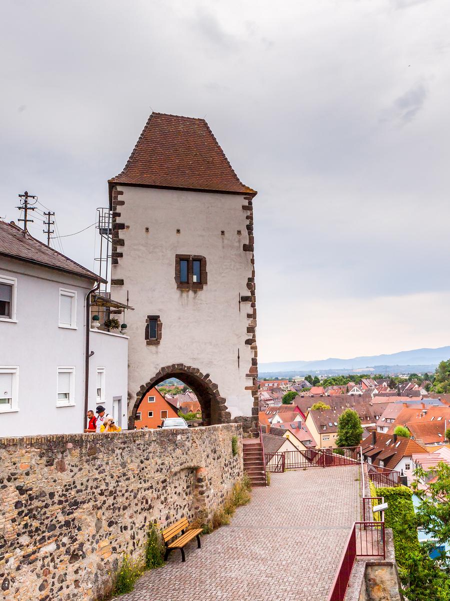 德国布赖萨赫(Breisach),二战重建后的小城