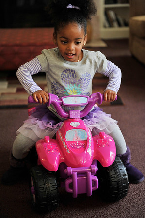 KAYLANI BATES CELEBRATES 3 YEAR HER BIRTHDAY AT A PARTY ON DECEMBER 17TH 2011 IN LOS ANGELES CALIFORNIA