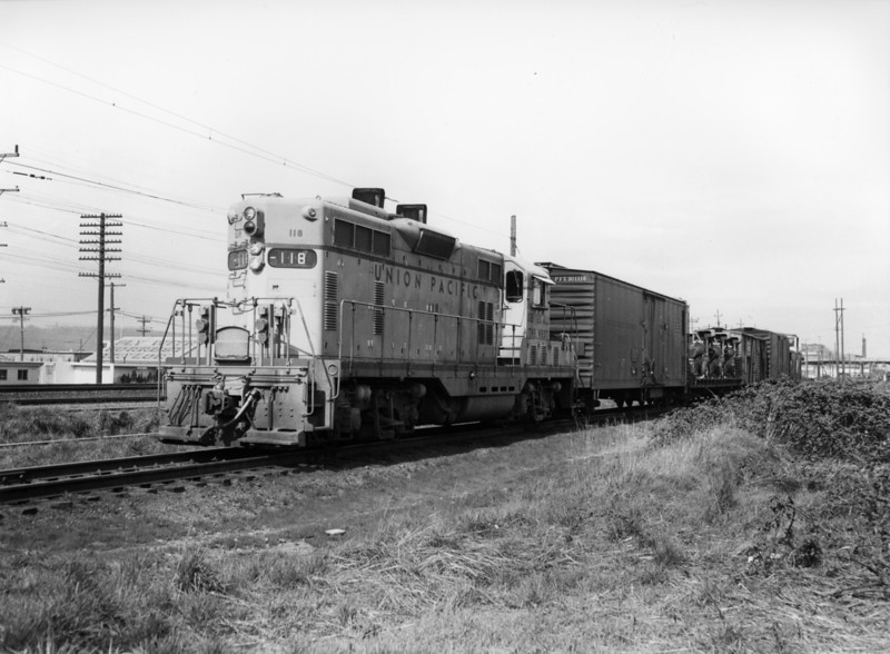 up-118_GP7_with-train_seattle_circa-1960_jim-shaw-photo.jpg