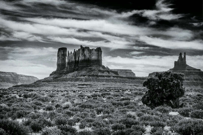 buttes in black and white.jpg