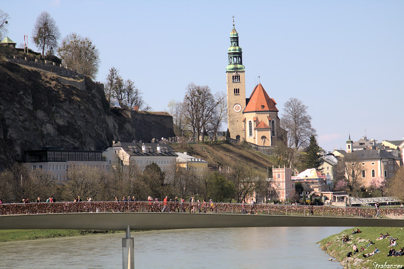 Zooming in on Makatseg bridge with padlocks.    In the