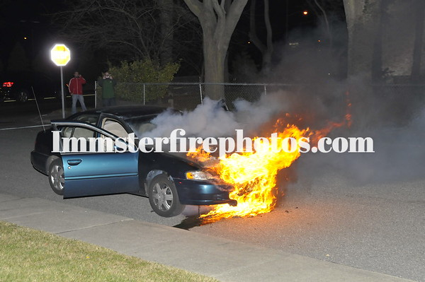 HICKSVILLE FD LIBERTY AVE CAR FIRE 1-7-12