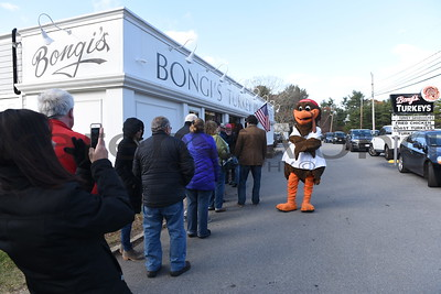 Bongis Thanksgiving Line 2017