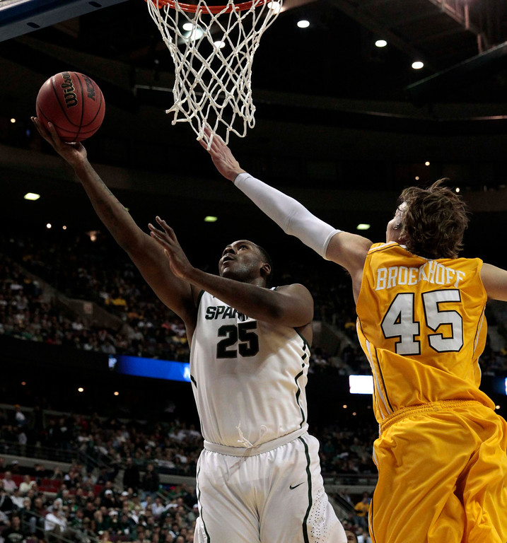 . Michigan State Spartans\' Derrick Nix (L) shoots in front of Valparaiso Crusaders\' Ryan Broekhoff during the first half of their second round NCAA tournament basketball game in Auburn Hills, Michigan March 21, 2013. REUTERS/Jeff Kowalsky