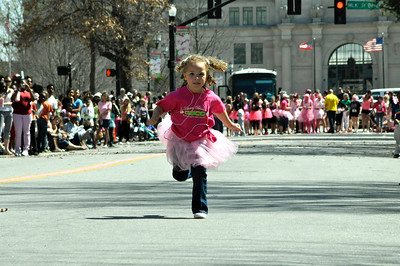 HIGH HEELS RACE FOR THE CURE
