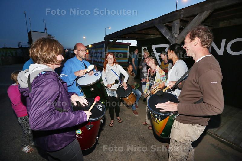 Zomerfeest bij bij Surfdorp Fast die over een paar maanden de deuren moet sluiten - DEN HAAG 8 AUGUSTUS 2015 - FOTO NICO SCHOUTEN