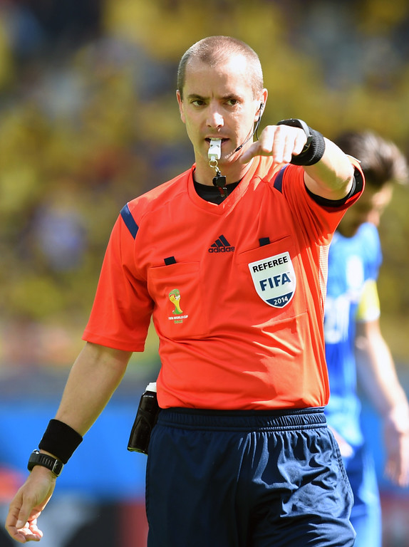. US referee Mark W Geiger is pictured during a Group C football match between Colombia and Greece at the Mineirao Arena in Belo Horizonte during the 2014 FIFA World Cup on June 14, 2014.   AFP PHOTO / PEDRO UGARTE