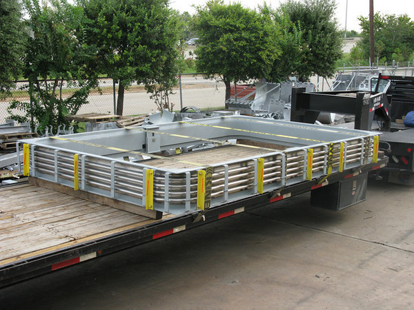 Rectangular expansion joint with stainless steel bellows and internal slotted hinges