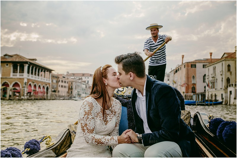 Fotografo Venezia - Elopement in Venice - Honeymoon in Venice - photographer in Venice - Venice honeymoon photographer - Venice photographer - Elopement Venice photographer - 17.jpg