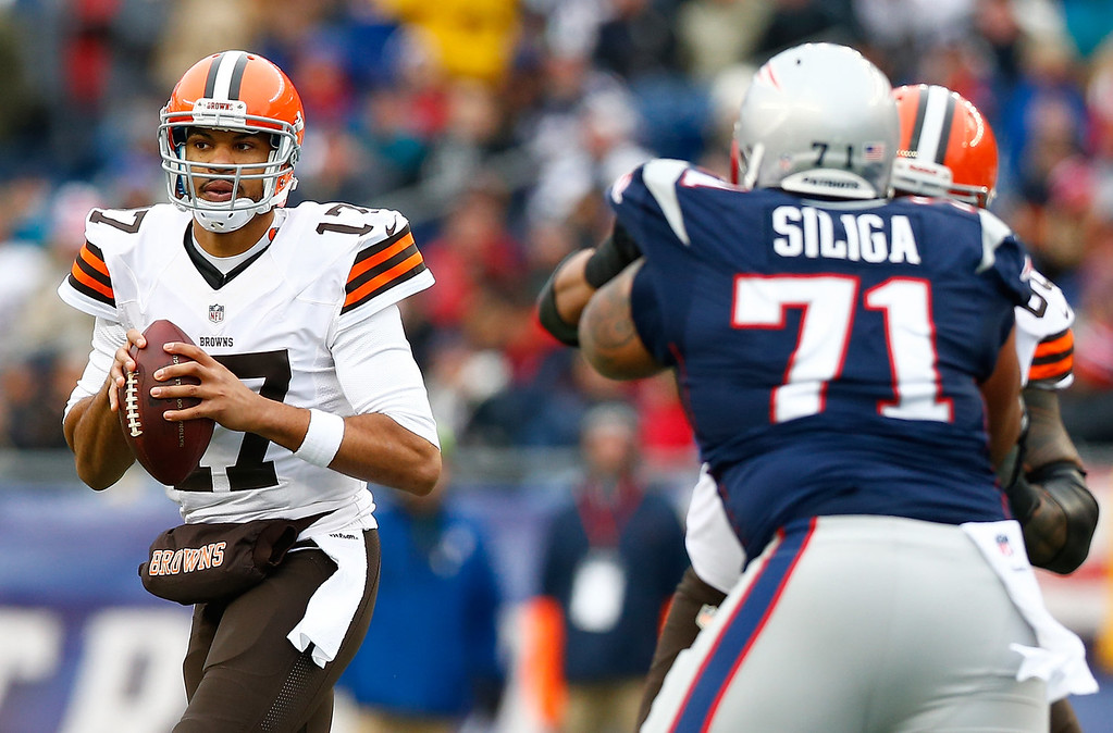 . Jason Campbell #17 of the Cleveland Browns drops back to pass against the New England Patriots in the first quarter during the game at Gillette Stadium on December 8, 2013 in Foxboro, Massachusetts.  (Photo by Jared Wickerham/Getty Images)