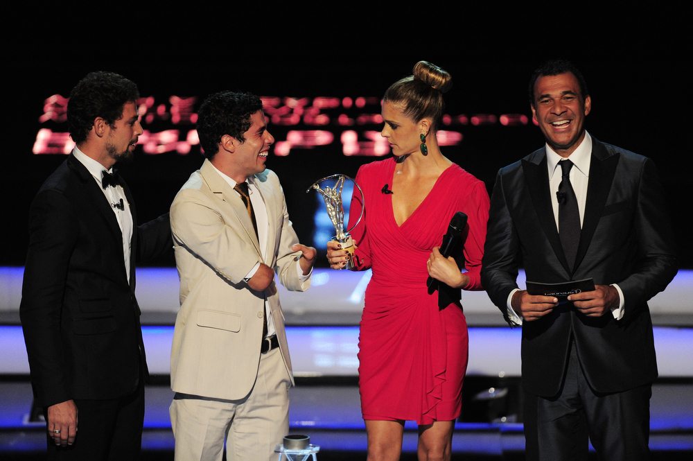 ". Daniel Dias (2ndL) receives his award for ""Laureus World Sportsperson of the Year with a Disablity\""  from Caua Reymnd (L) and Fernanda Lima (2ndR) with Laureus Ambassador Ruud Gullit (R) during the awards show for the 2013 Laureus World Sports Awards at the Theatro Municipal Do Rio de Janeiro on March 11, 2013 in Rio de Janeiro, Brazil.  (Photo by Jamie McDonald/Getty Images For Laureus)"