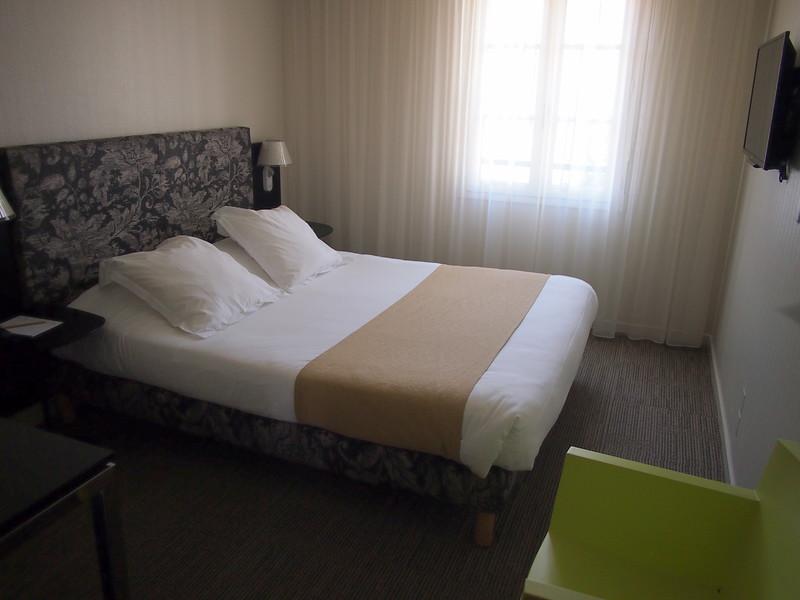 P7246050-bedroom.JPG