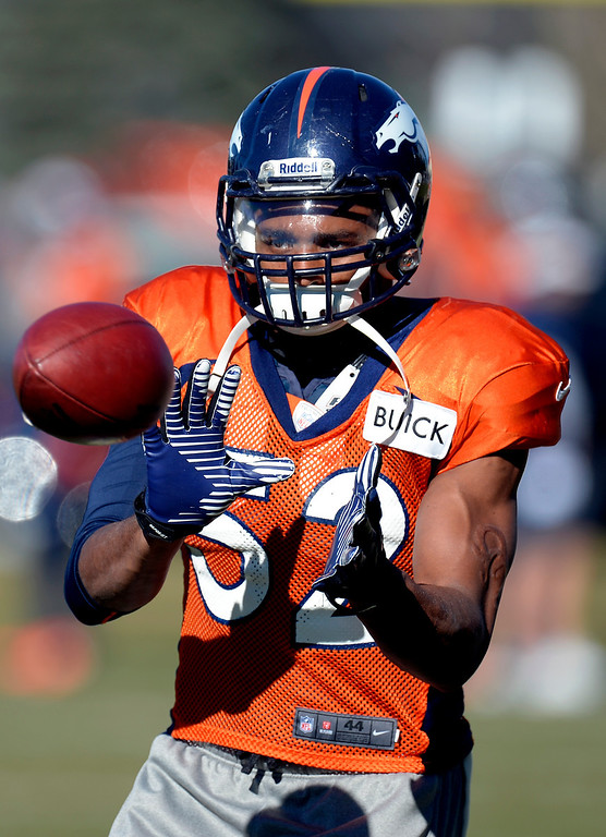 . Denver Broncos outside linebacker Wesley Woodyard (52) catches a pass during drills at practice November 20, 2013 at Dove Valley (Photo by John Leyba/The Denver Post)