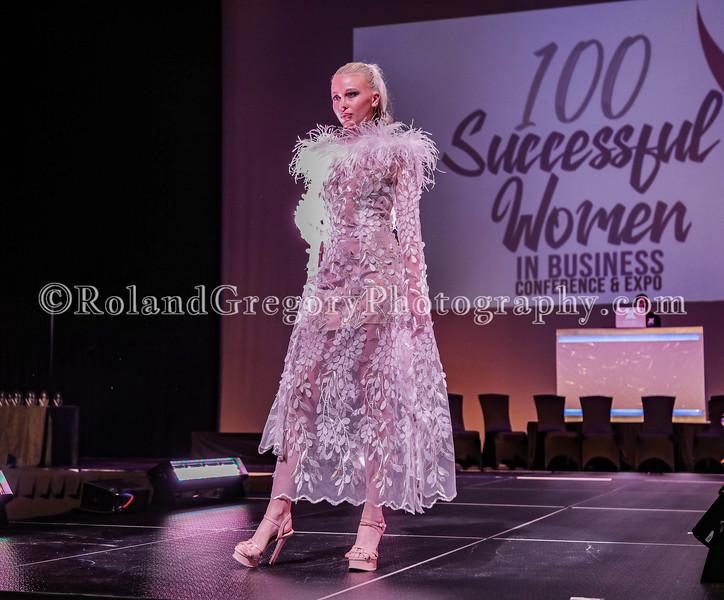 100 Womens Fashion show2019-3319.jpg