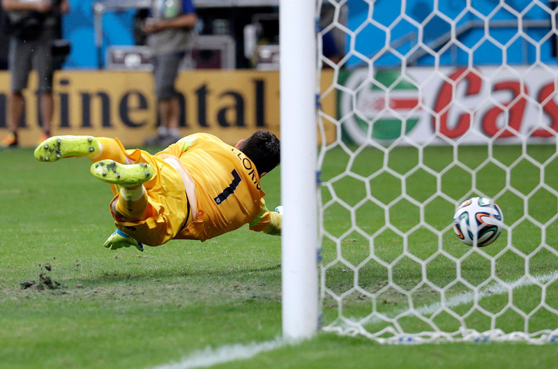 . France\'s goalkeeper Hugo Lloris dives but can not stop a goal on a free kick by Switzerland\'s Blerim Dzemaili during the group E World Cup soccer match between Switzerland and France at the Arena Fonte Nova in Salvador, Brazil, Friday, June 20, 2014. (AP Photo/Bernat Armangue)