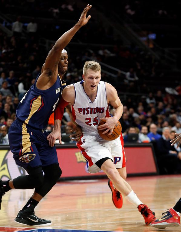 . Detroit Pistons forward Kyle Singler (25) drives on New Orleans Pelicans forward Dante Cunningham (44) in the first half of an NBA basketball game in Auburn Hills, Mich., Wednesday, Jan. 14, 2015. (AP Photo/Paul Sancya)