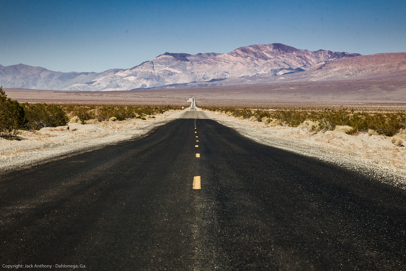 Driving up the valley floor between Furnace Creek and Stovepipe Wells