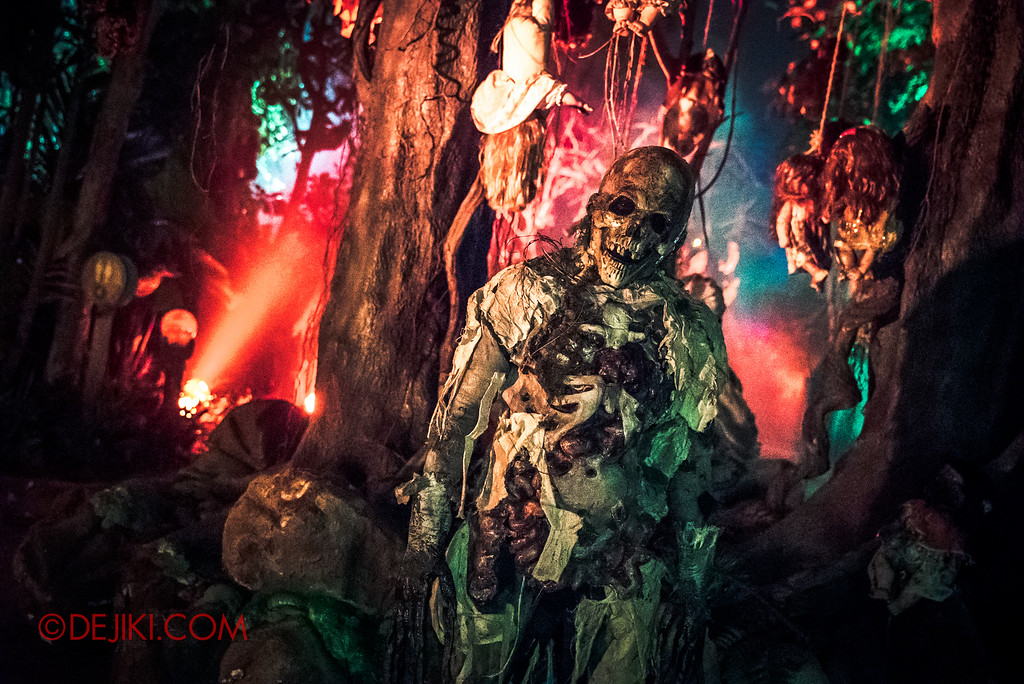Halloween Horror Nights 6 Final Weekend - Suicide Forest / Doll tree demon