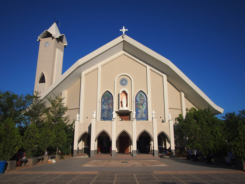 P5258814-dili-cathedral.JPG