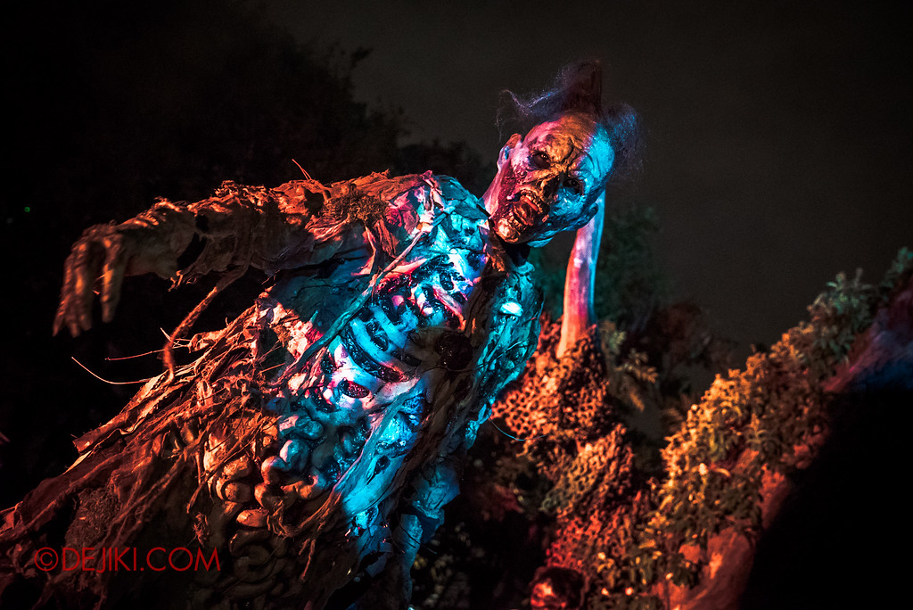 Halloween Horror Nights 6 - Suicide Forest scare zone / Night terror tall