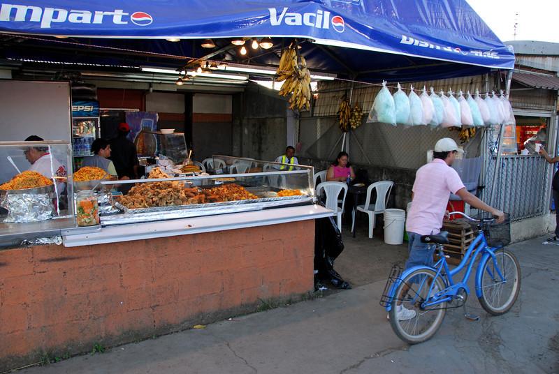 080126 0255 Costa Rica - Palmares Fiesta _P ~E ~L.JPG