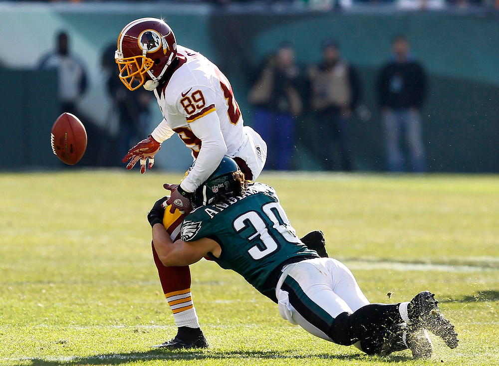 . Washington Redskins receiver Santana Moss (89) mishandles a pass under pressure from the Philadelphia Eagles safety Colt Anderson (30) during the first quarter of their NFL football game in Philadelphia, Pennsylvania, December 23, 2012. REUTERS/Tim Shaffer
