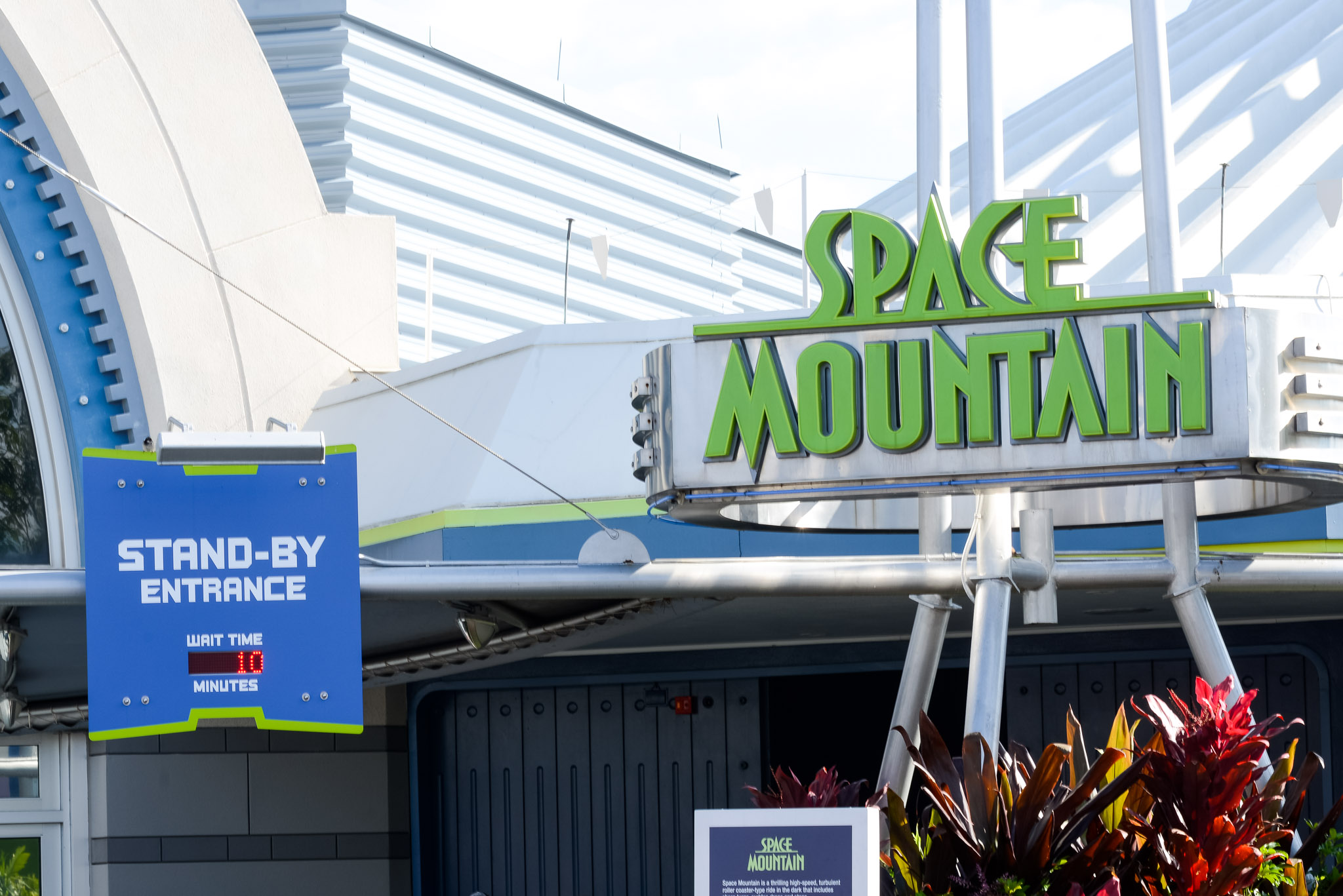 Space Mountain 10 Minute Wait - Walt Disney World Magic Kingdom